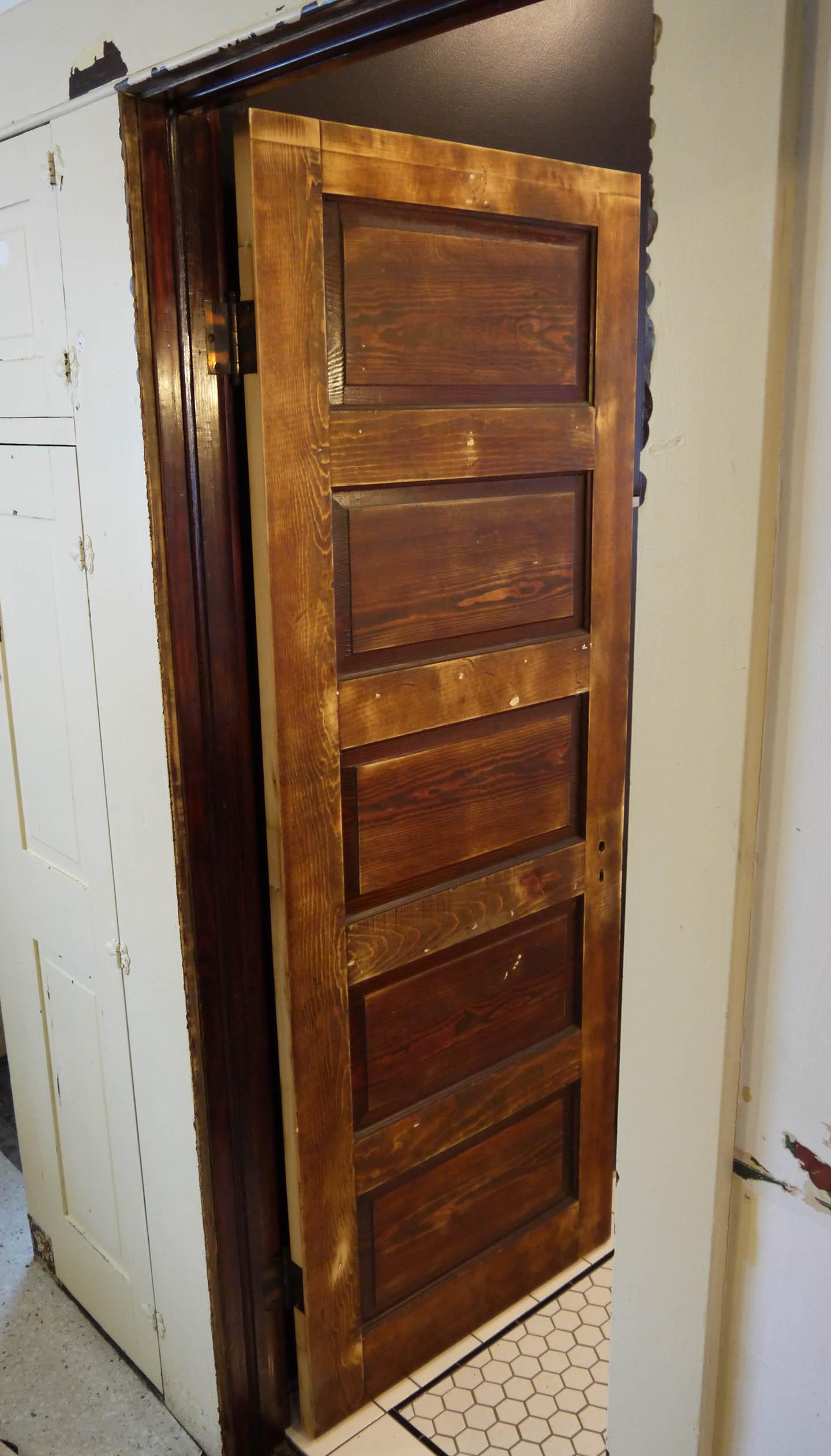 Hinge Up And Adam Ries - Bathroom door hinges